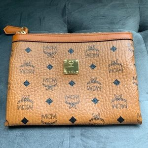 MCM medium pouch in visetos cognac